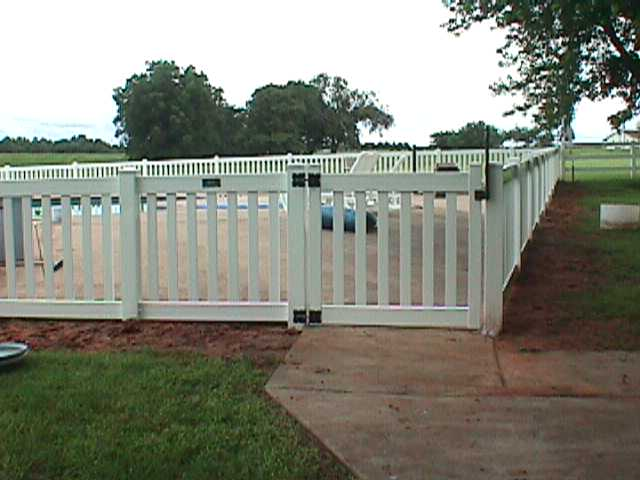 Pool Gate with Magna Latch and Self-Closing Hinges | Midland Vinyl ...